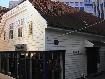 Butikk og inngangen